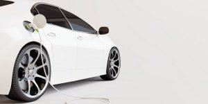 weißes Auto laden