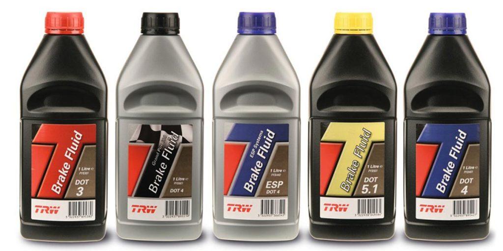 Fünf Bremsflüssikeit Flaschen