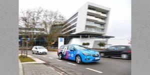 QiM Dream-Car fährt durch die Stadt