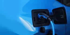 Bild zur Elektromobilität - Ladekabel steckt
