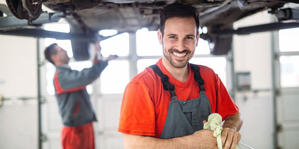 Zufriedener Werkstattmitarbeiter