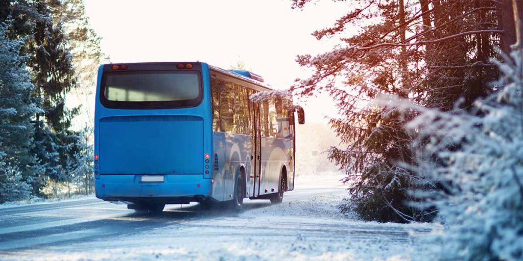 Bus im Schnee